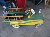 91522-JOHN DEERE PEDAL CAR