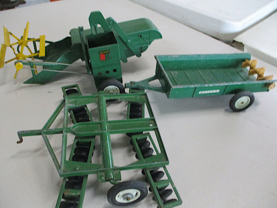 9939-OLIVER IMPLEMENTS TOYS