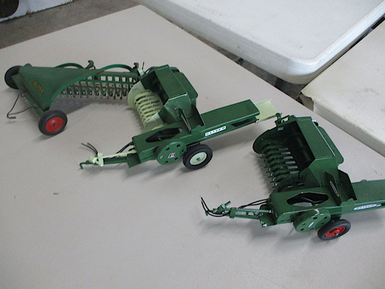 9945-OLIVER IMPLEMENTS TOYS
