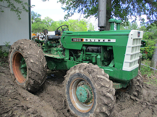 14297- OLIVER 1900 TRACTOR