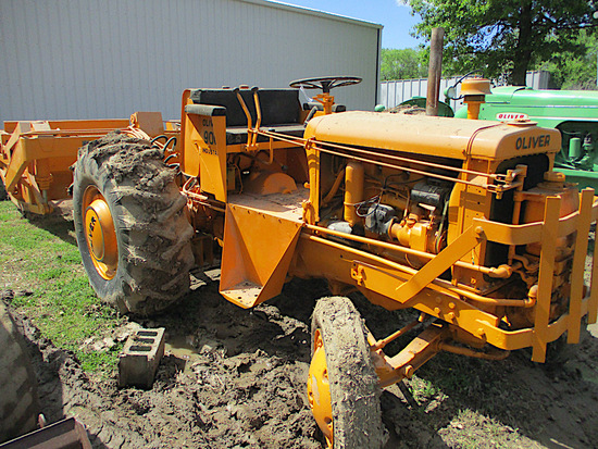 14309-OLIVER 900 PAN TRACTOR