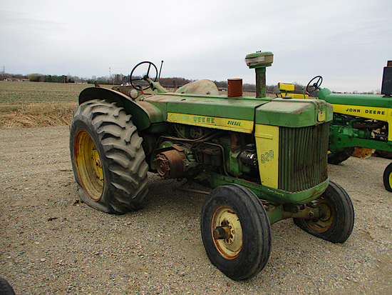 11675-JD 820 TRACTOR