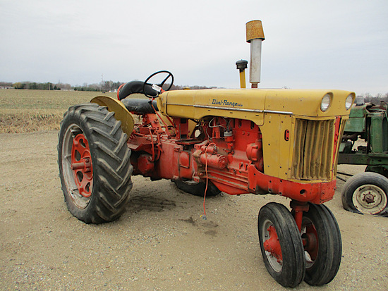 11679-CASE 800 TRACTOR