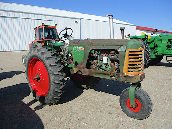12702-OIIVER 660 TRACTOR