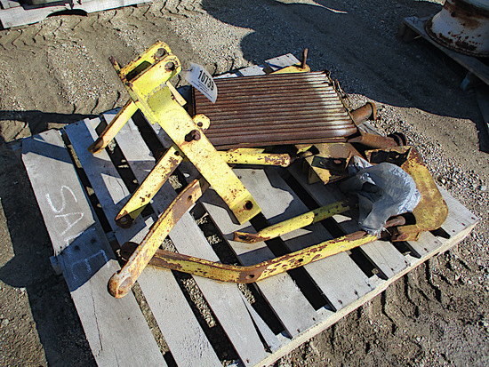 10739-PALLET OF MISC HITCH PARTS