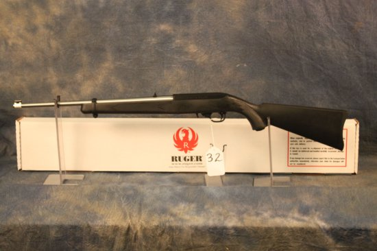 32. Ruger 10/22 Carbine, Stainless & Black Syn. SN:355-92613