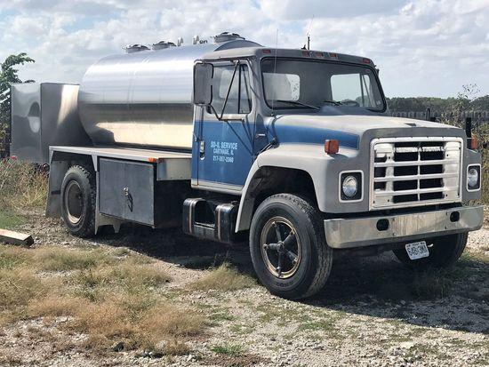 '80 International S1800 Truck w/ 1600 Gallon Stainless Bulk Liquid Tank