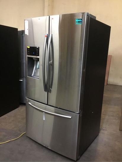 Samsung 28 cu. ft. 3-Door French Door Food ShowCase Refrigerator**GETS COLD**