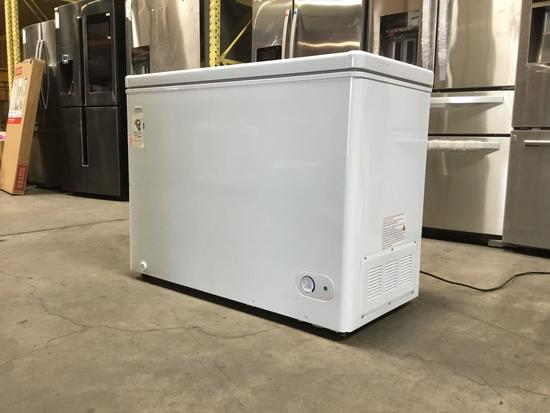 Danby 7.1 cu.ft. Chest Freezer**GETS COLD**