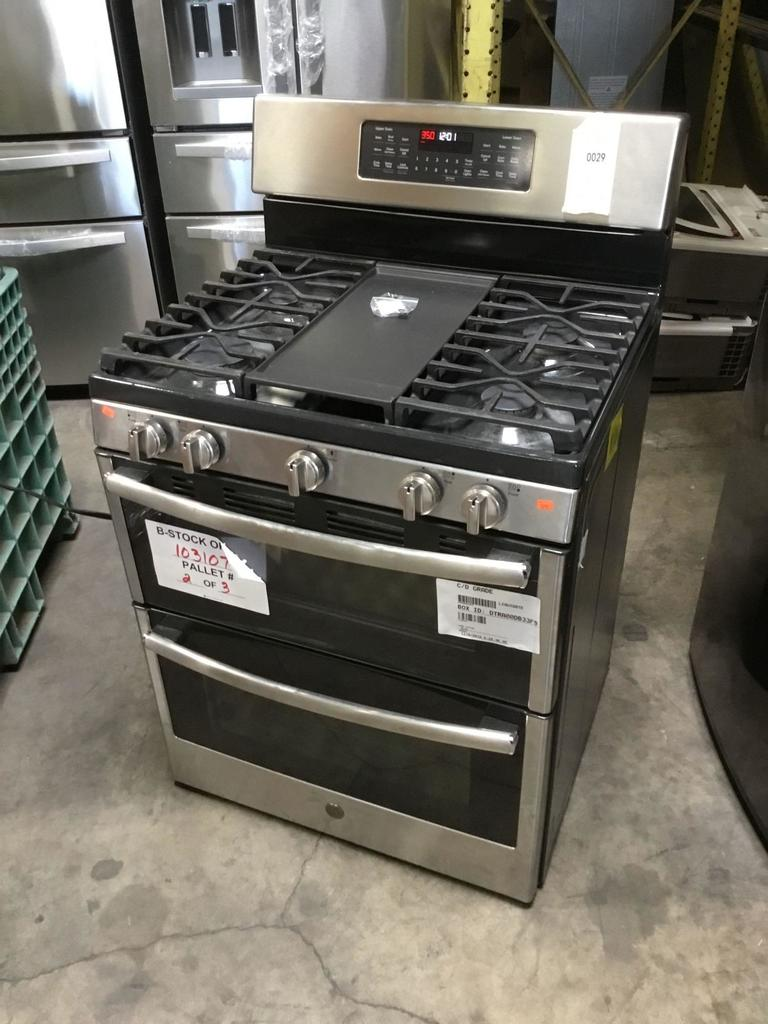 G.E. Double Oven Gas Range with Convection Lower Oven