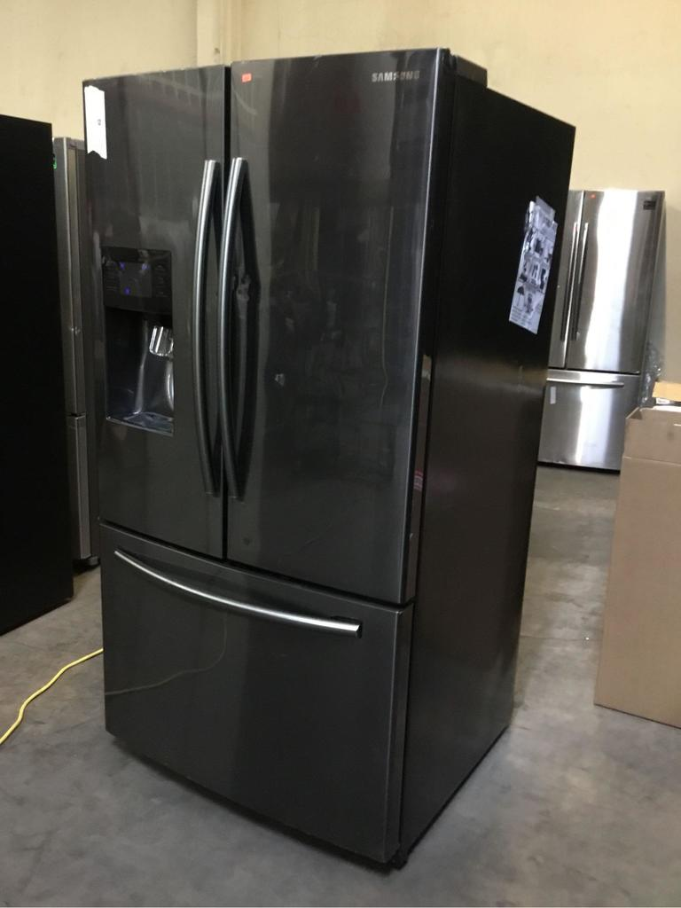 Samsung 25 cu. ft. French Door Refrigerator with External Water & Ice Dispenser**GETS COLD**