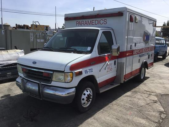 1994 Ford E-350 Paramedic Ambulance ***FOR DEALER OR EXPORT ONLY******NOT RUNNING***