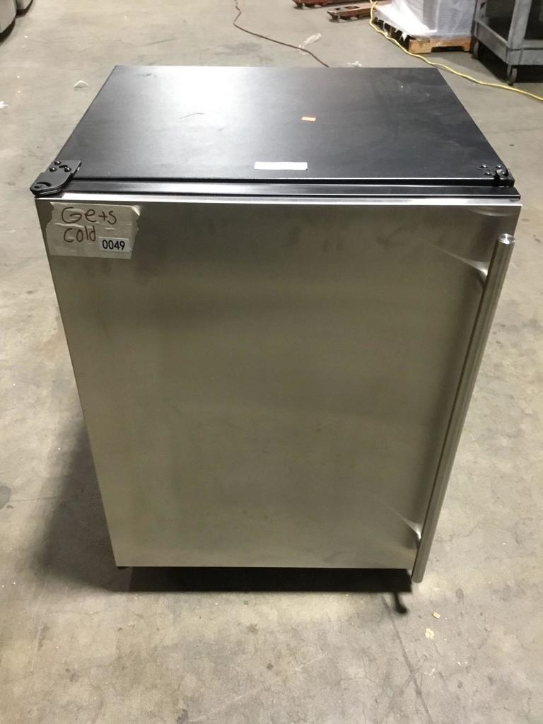 """U-Line 24"""" Undercounter Refrigerator with 123 Bottle (185 Can) Capacity"""