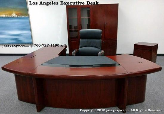 Los Angeles 9' Executive Desk Right and Sacramento High-Back Chair,