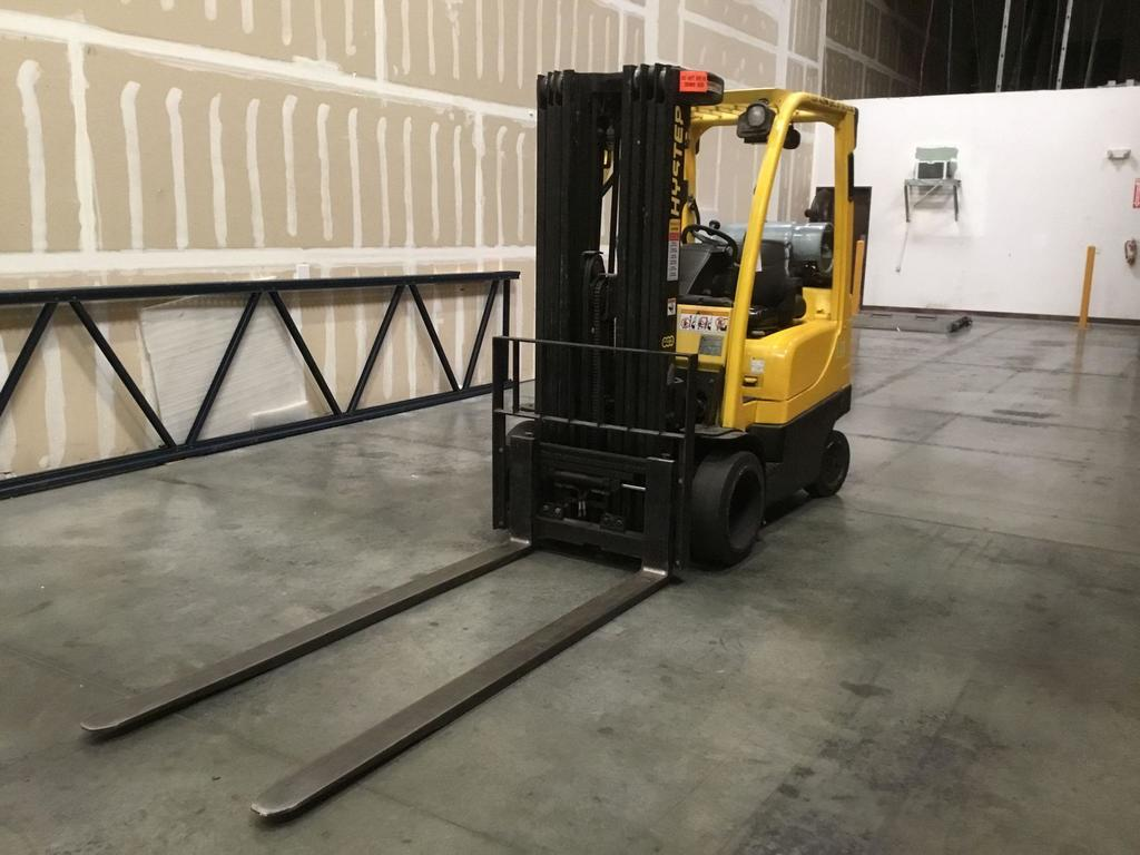 Hyster 5000lbs. Capacity LPG Sitdown Fork Lift w/7 ft. Forks