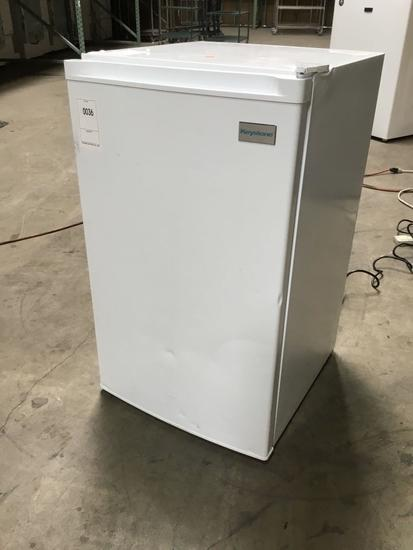 Keystone Mini Refrigerator ***GETS COLD***NEW NEVER USED***