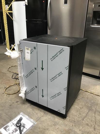 U-Line 5.2 Cu. Ft. 24 In. Solid Door Refrigerator