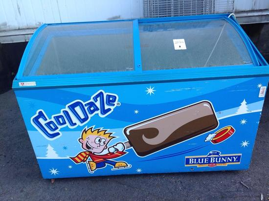 (1)Caravell. Ice cream Freezer. Model 406-996. Not tested.