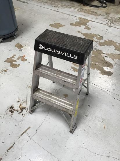 2ft Aluminum Louisville Step Ladder