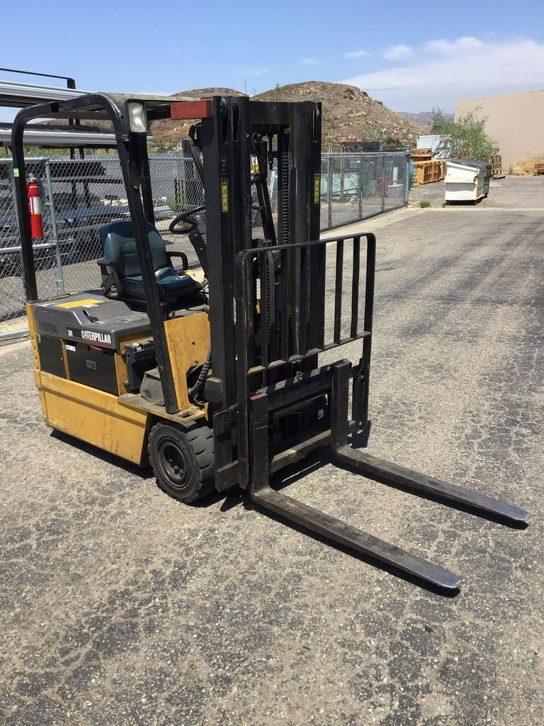 CATERPILLAR 3000LBS Capacity 36V Electric Fork Lift With Side Shift and Charger