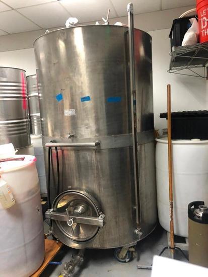 500 Gallon Vertical Wine Tank