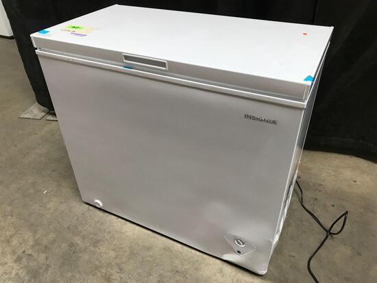 Insignia - 7.0 Cu. Ft. Chest Freezer - White