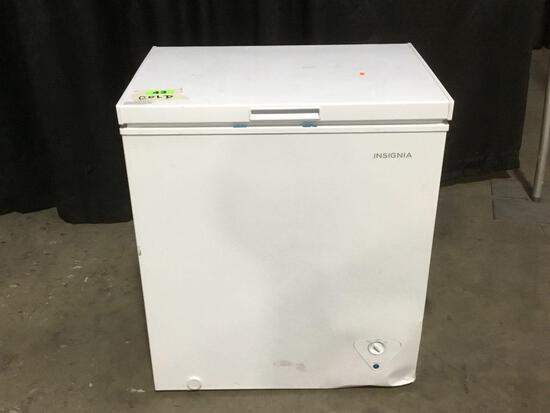 Insignia 5.0 cu. ft. Chest Freezer ***GETS COLD***