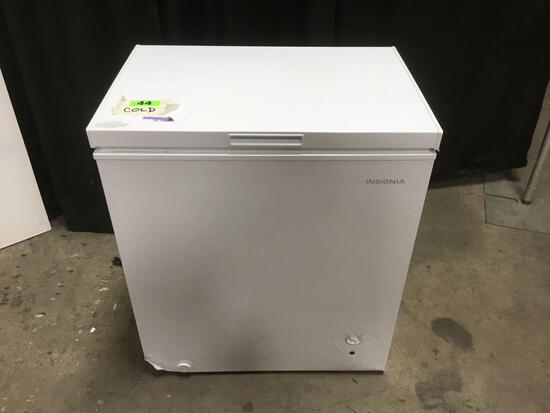 Insignia 5.0 cu. ft. Chest Freezer***GETS COLD***