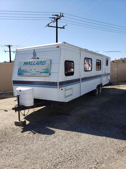 1997 Fleetwood Mallard 32ft. Travel Trailer with 8,300lbs G.V.W.R. with Living Room Slide Out