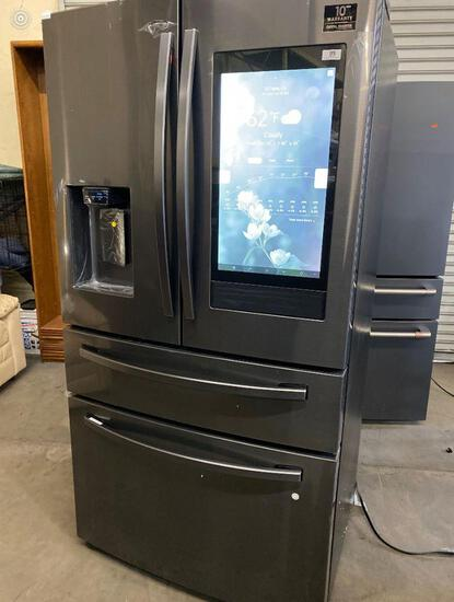 Samsung-Family Hub 22.2 Cu. Ft. 4-Door French Door Counter-Depth***GETS COLD***NEW NEVER USED***