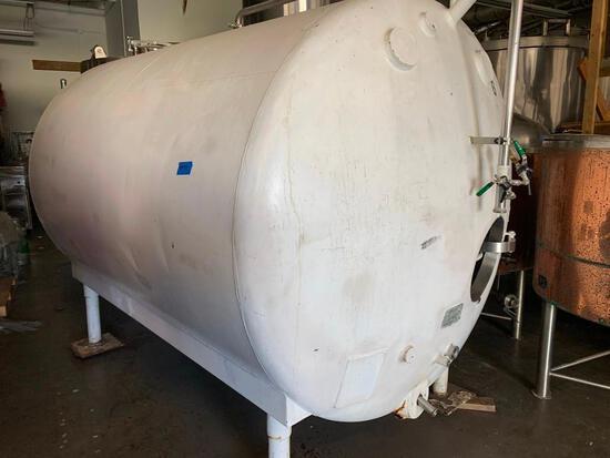 1,500 Gallon White Horizontal Tank