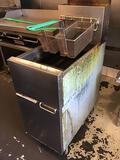 Dean 35-43 lb. Commercial Gas Twin Fryer Super Runner Floor Fryer