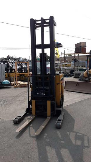 CATERPILLAR 3,500lbs Capacity 36v Electric Narrow Aisle Single Reach Lift