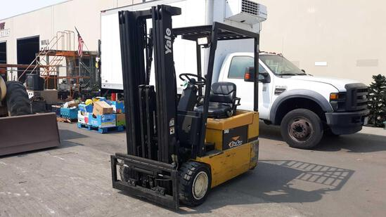 YALE 3,600lbs Capacity 36v Electric Forklift with Side Shift*MACHINE MOVES UNDER OWN BATTERY POWER*
