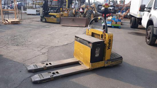 YALE 6,000lbs Capacity 24v Electric Walkie Pallet Jack***NOT TESTED BATTERY IS DEAD***