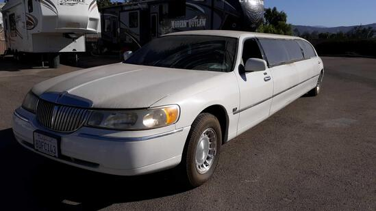 2001 Lincoln Town Car 10 Passenger Limousine*TITLE STATES PRIOR TAXI USE*FOR DEALER/DISMANTLER OR