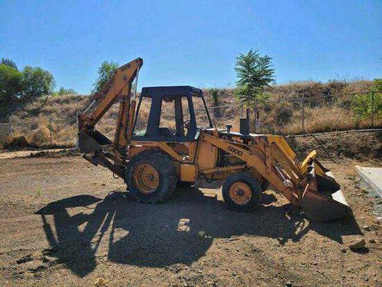 CASE 580D Backhoe with Enclosed Cab*RUNS*