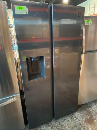 Samsung 27.4 cu. ft. Side by Side Refrigerator in Fingerprint Resistant Black Stainless Steel*GETS