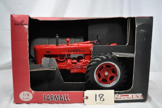 Scale Models Farmall 400 - 1/8th scale - new in box