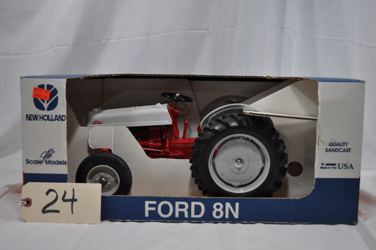 Scale Models Ford 8N - 1/8th scale - new in box