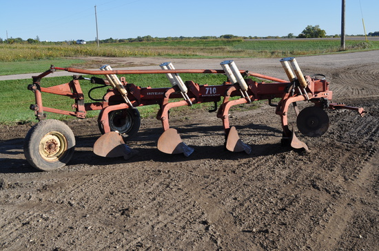 International 710 4-Bottom Plow