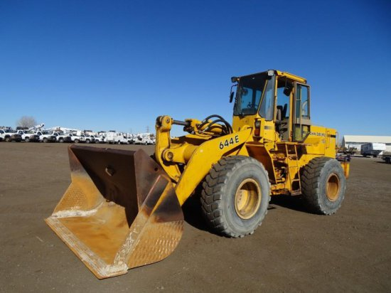 John Deere 644E Wheel Loader, Quick Coupler, 20.5-R25 Tires, County Unit, Hour Meter Reads: 13,685,