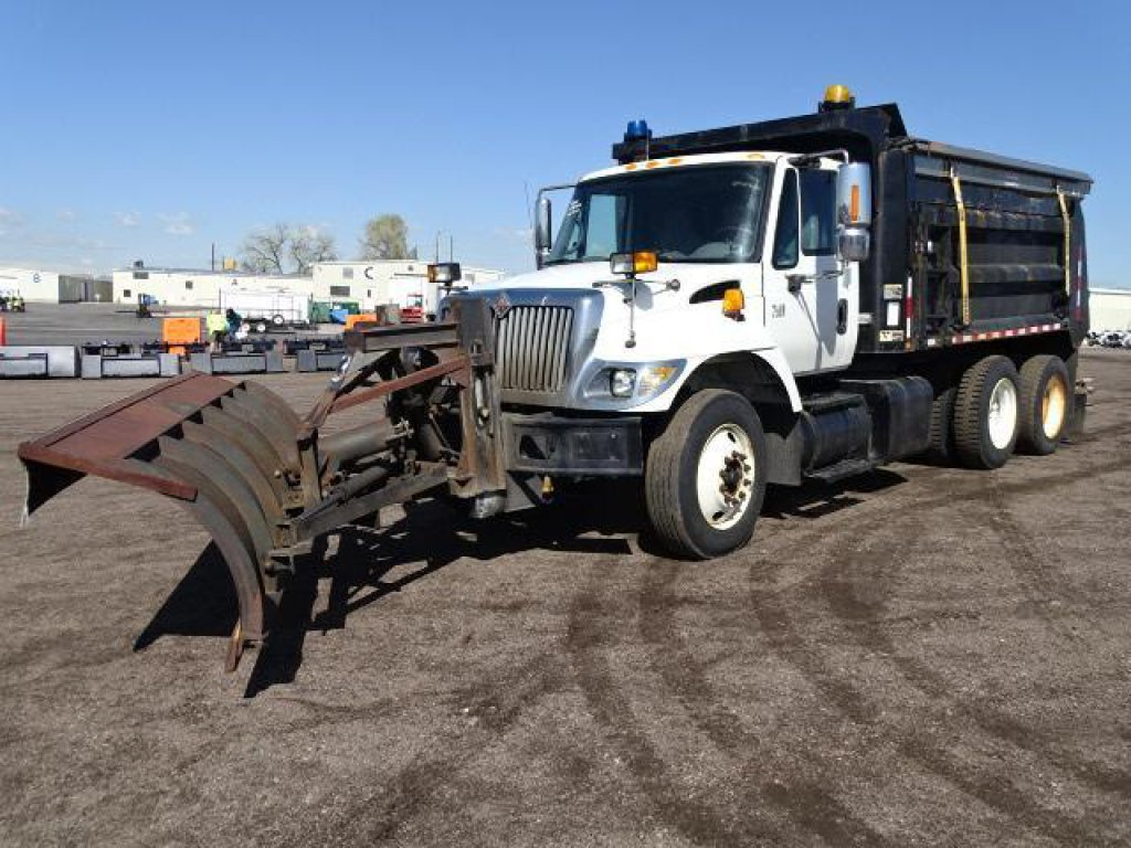 2006 INTERNATIONAL 7400 T/A Dump Truck, DT570 Diesel, Automatic, Hendrickson Spring Suspension,