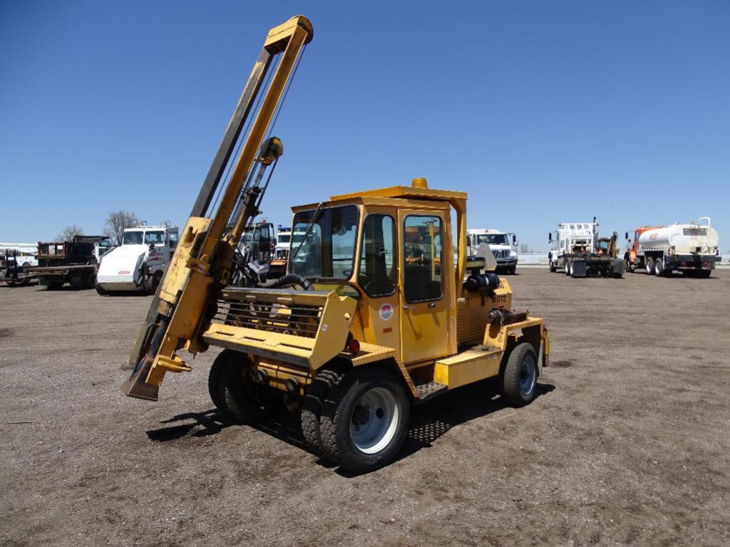 Arrow 1350 Mobile Hammer, Enclosed Cab, Diesel, Extra Breaking Tools, Municipality Unit, Hour Meter