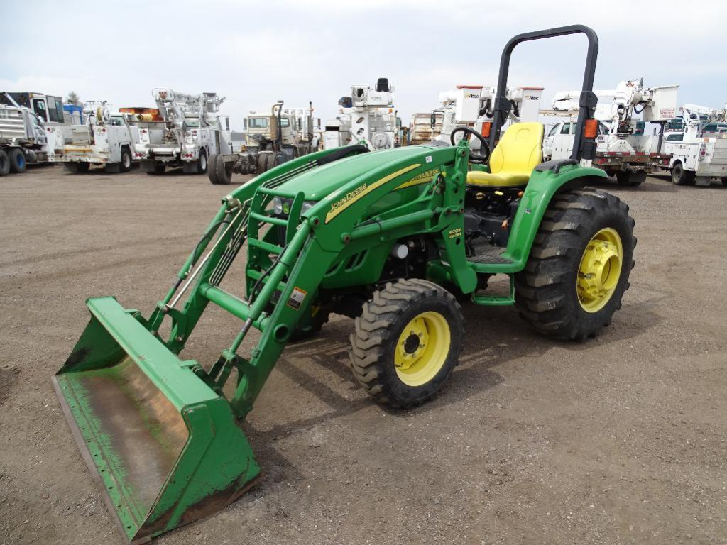 John Deere 4720 4WD Tractor/Loader, PTO, 3-Pt, Rear & Side Auxiliary Hydraulics, Model 400X Loader