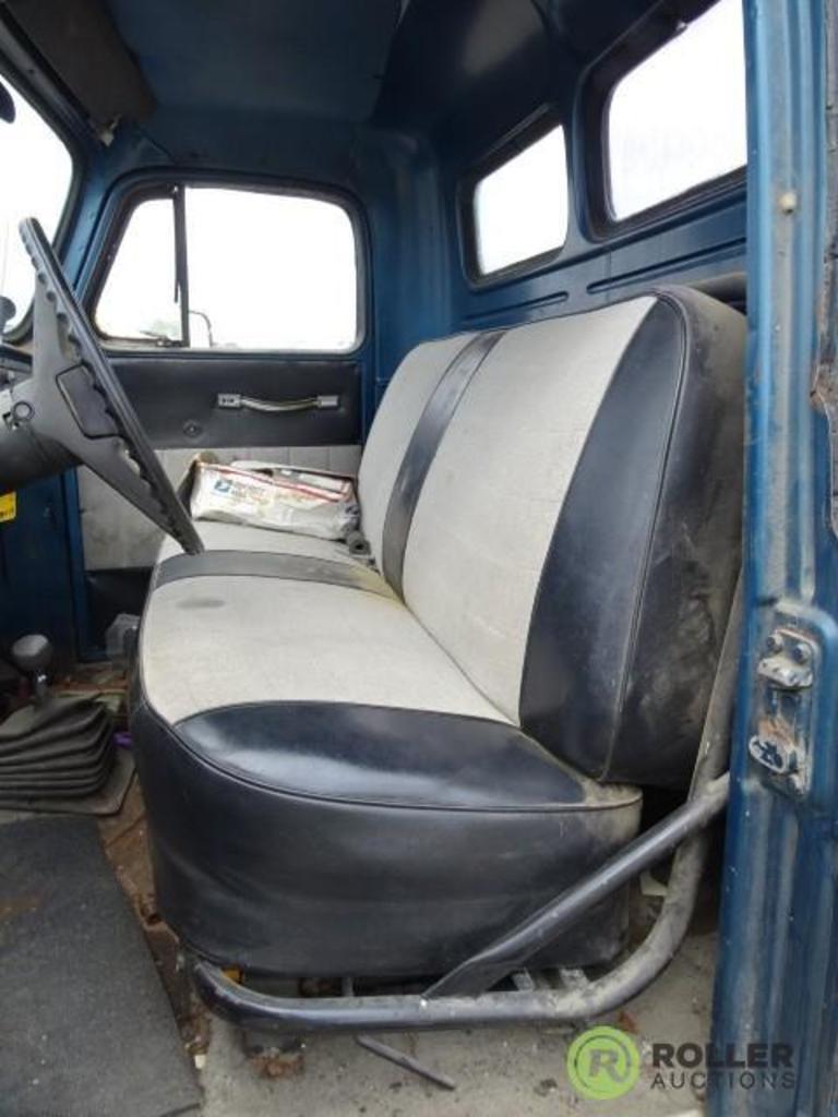 Lot: 1952 INTERNATIONAL L110 4x4 Pickup, w/ Chevrolet 3/4