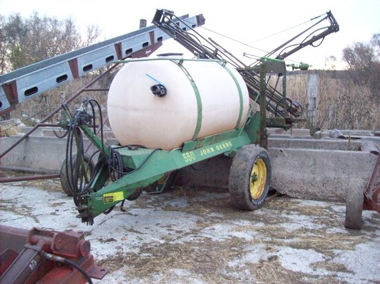 JD 550 Pull Type Sprayer 40' Boom