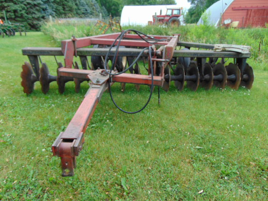 "IH 12' OFF SET TANDEM DISK WITH 22"" SERRATED BLADES"