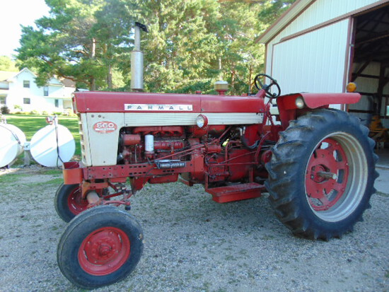 Farmall 560 Diesel Fast Hitch 15.5 x 38 rear rubber new overhaul good torque, wide front,