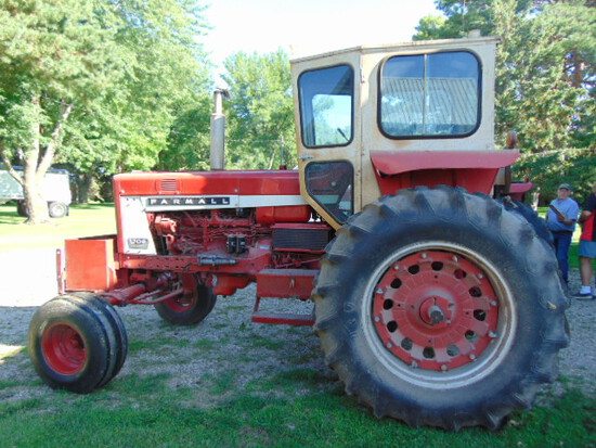 IH 706 Diesel 3 pt. 1 Hyd, 18.4-34 (ggod tires) band duals Rock Box cab, SN 39752SY  7970 Hours